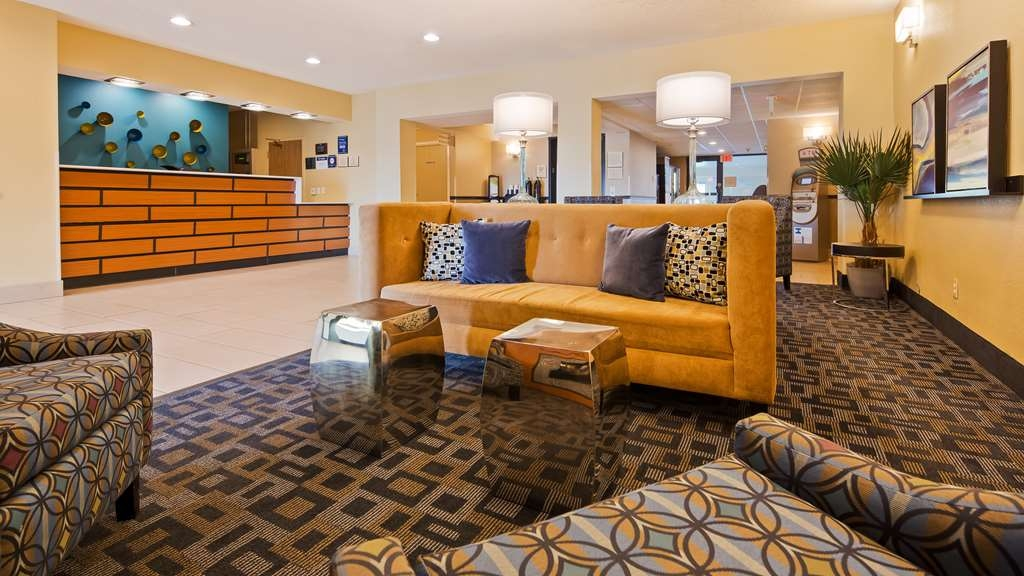 Best Western Baraboo Inn - Our lobby is the perfect spot to relax after a long day of work and travel.