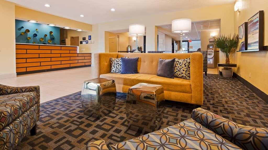 Best Western Baraboo Inn - Hall