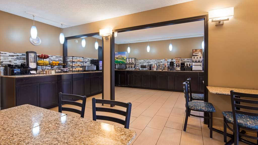 Best Western Baraboo Inn - Our breakfast room offers intimate dining for couples and smaller groups.