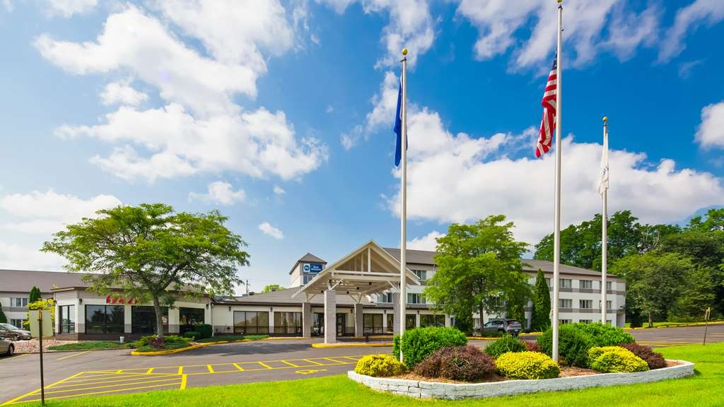 Best Western Baraboo Inn - No matter what time of year, we know you will love the Best Western Baraboo Inn.