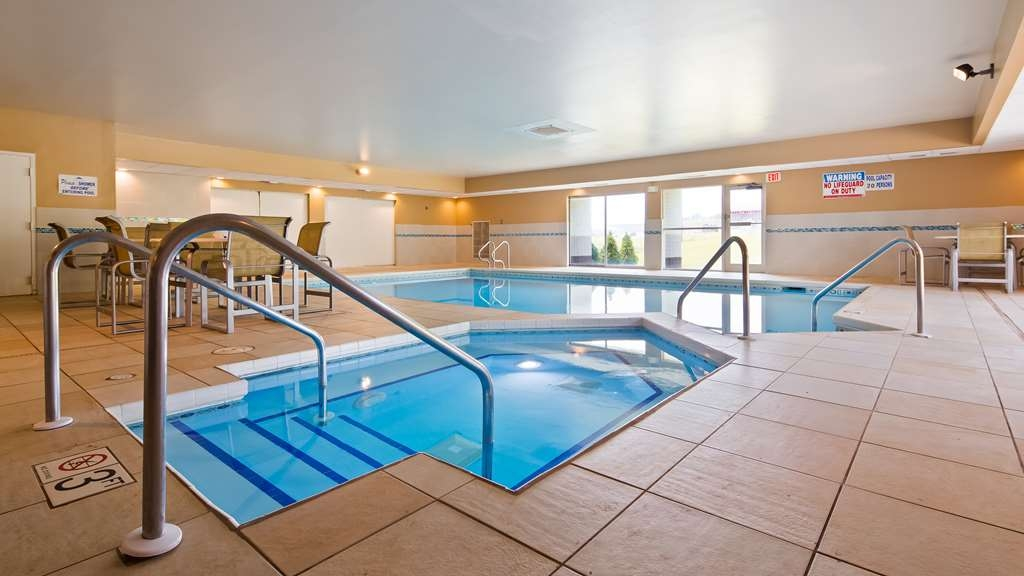 Best Western Baraboo Inn - The indoor pool is perfect for swimming laps or taking a quick dip.