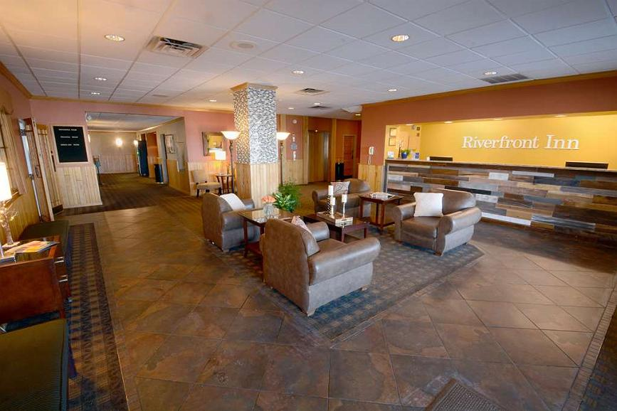 Best Western Riverfront Inn - Cozy lobby, offers a place to socialize.