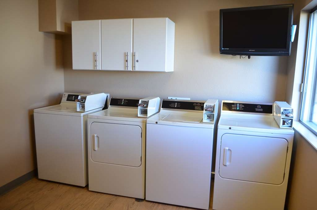Best Western West Towne Suites - Our coin operated, on-site laundry faciltiies are open 24 Hours. Please see the front desk for change.