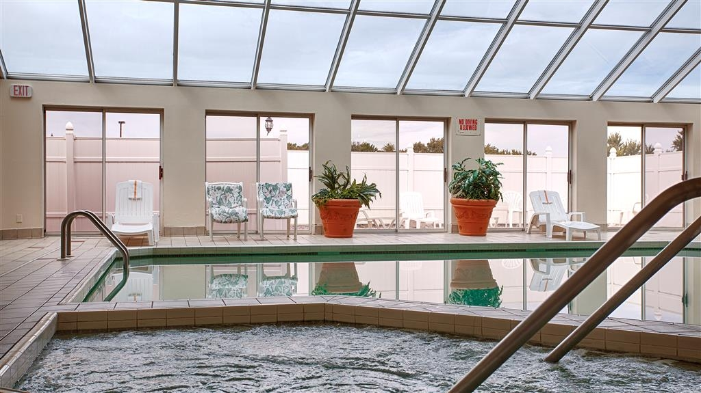 Best Western Resort Hotel & Conference Center - Don't let the weather stop you from jumping in, our indoor pool is heated year-round for you and your friends.