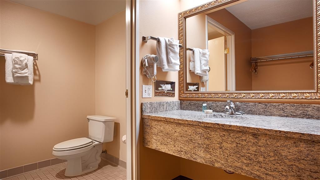 Best Western Resort Hotel & Conference Center - Enjoy getting ready for a day of adventure in this fully equipped guest bathroom.