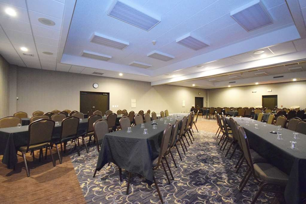 Best Western Resort Hotel & Conference Center - Full conference room can be divided into 2 separate rooms for smaller meetings and banquets.
