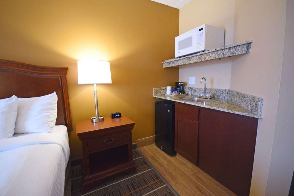 Best Western Resort Hotel & Conference Center - Our spacious king standard guest room has all the comforts of home at your fingertips including a wet-bar area.