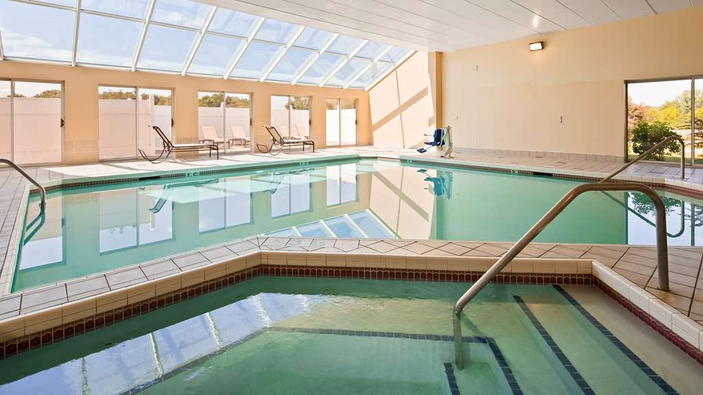 Best Western Resort Hotel & Conference Center - The indoor pool is perfect for swimming laps or taking a quick dip.