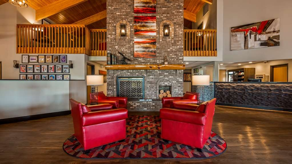 Best Western Derby Inn - Come and enjoy our cozy lobby, offering a place to socialize with other guests or members of your party.