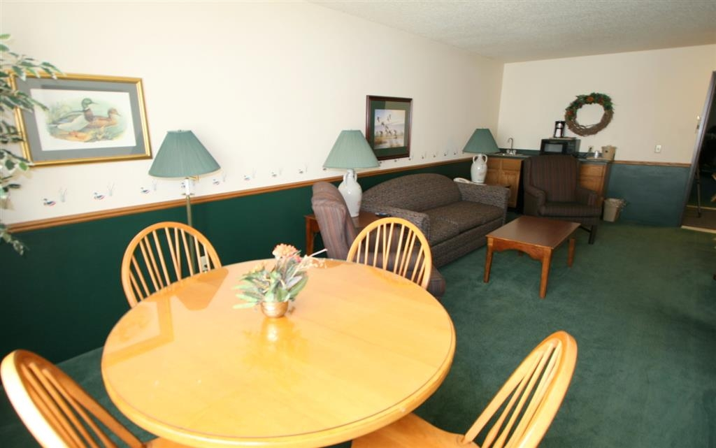 Best Western Dodgeville Inn & Suites - Flyway Suite