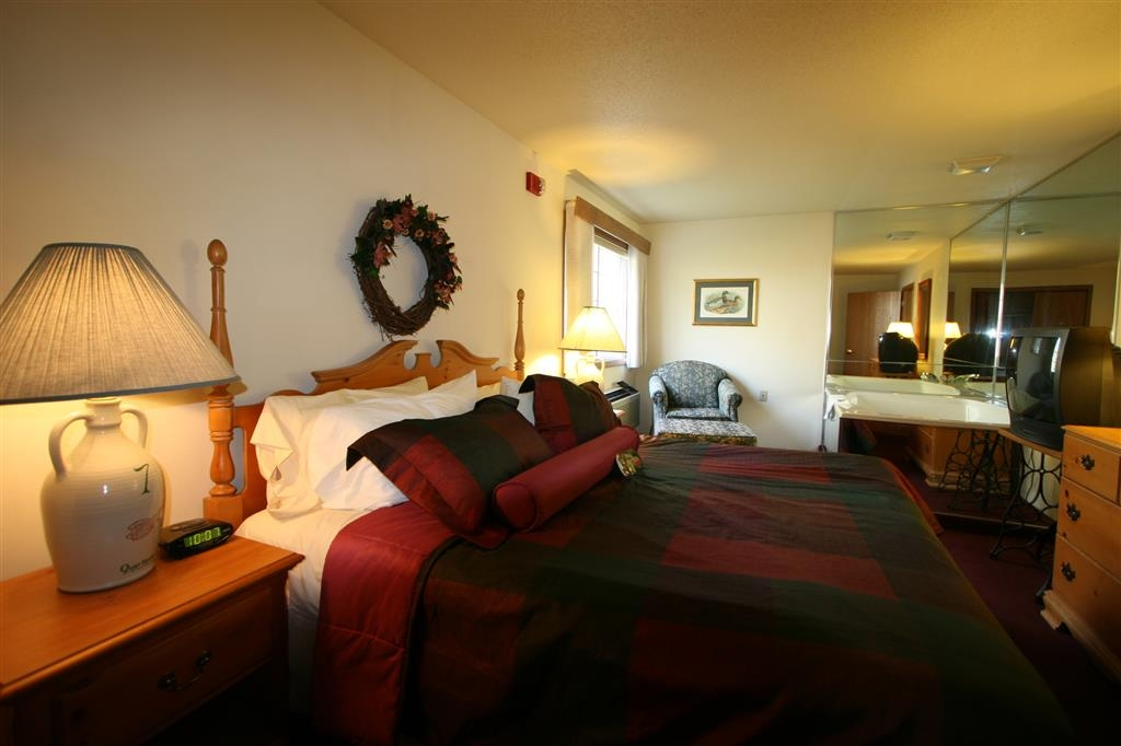 Best Western Dodgeville Inn & Suites - Two Room King Bed Whirlpool Suite