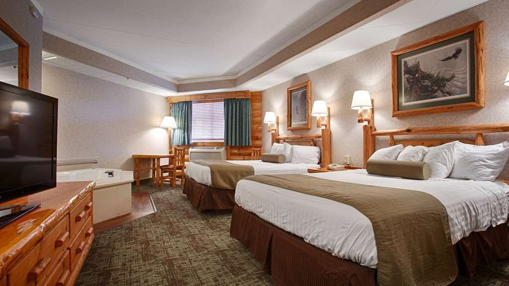 Best Western Northwoods Lodge - This two queen suite with whirlpool will meet your every need.