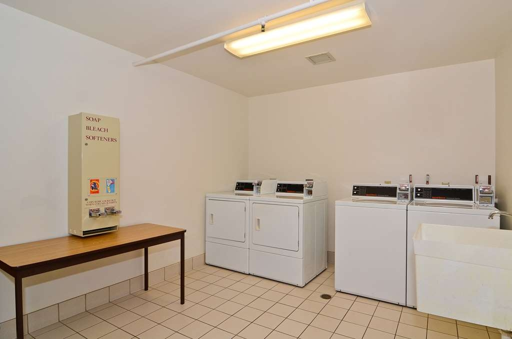 Best Western Northwoods Lodge - Guest Laundry Facility