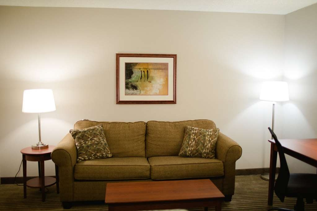 Best Western Park Oasis Inn - With 2 queen beds, a sofa bed, and a kitchenette, this room is great for families!