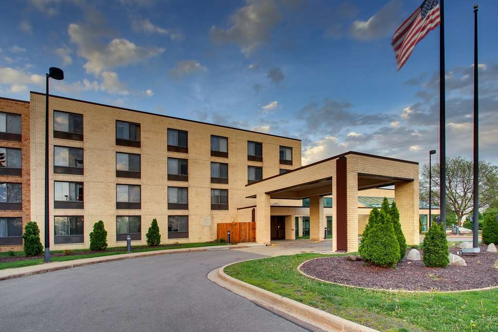 Hotel in Madison   Best Western East Towne Suites