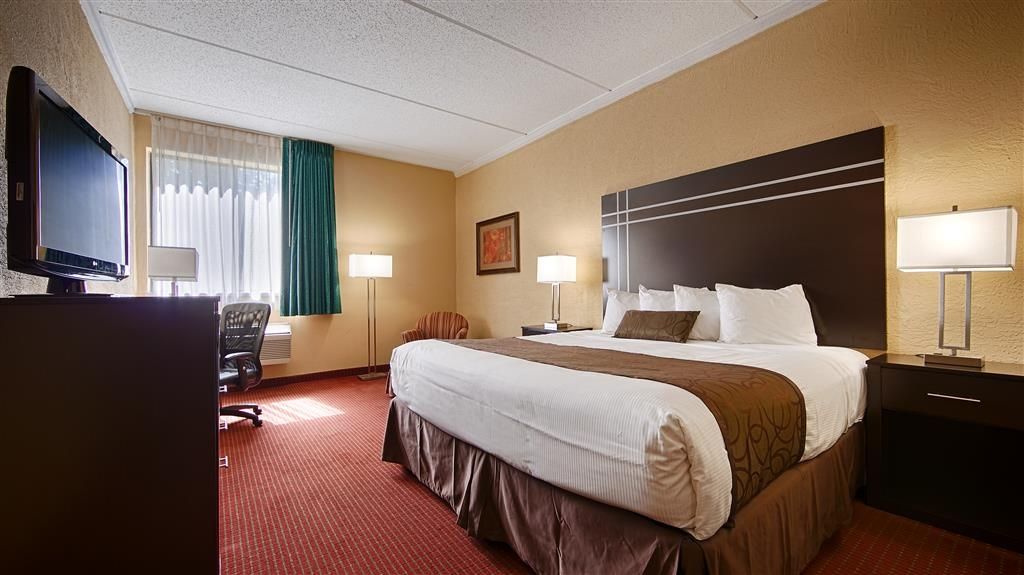 Best Western Waukesha Grand - Our spacious king standard guest room has all the comforts of home at your fingertips.
