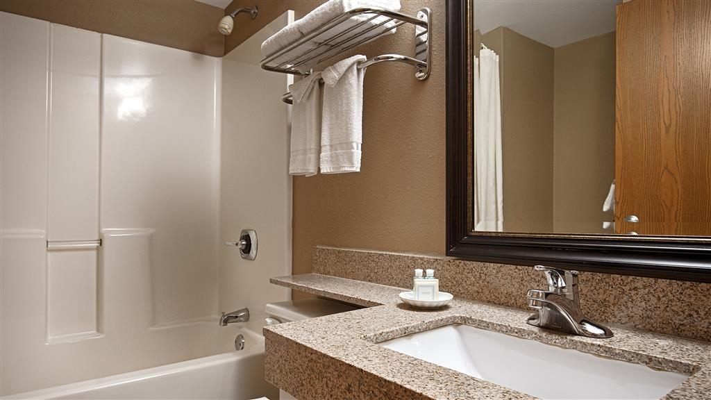 Best Western Waukesha Grand - Enjoy getting ready for a day of adventure in this fully equipped guest bathroom.