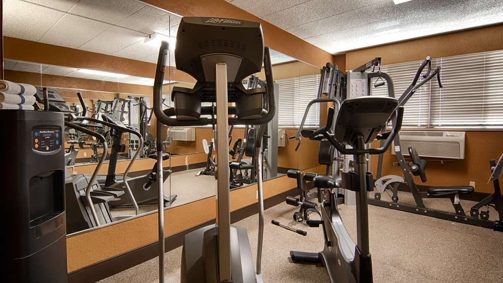 Best Western Executive Inn - Work it all out in our 24-hour accessible fitness room with a universal machine, treadmill and elliptical.