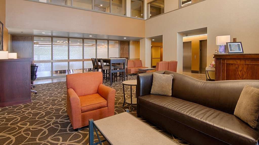 Best Western Executive Inn - Make yourself at home from the moment you come through the doors in our cozy lobby.