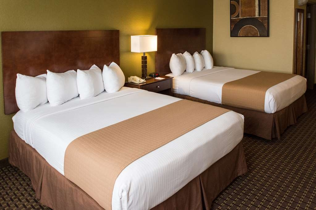 Best Western Executive Inn - Traveling with the whole family? Our double queen size room will fit your needs just right!