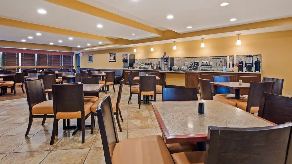 Best Western Executive Inn - Enjoy a balanced and delicious breakfast with options for everyone.