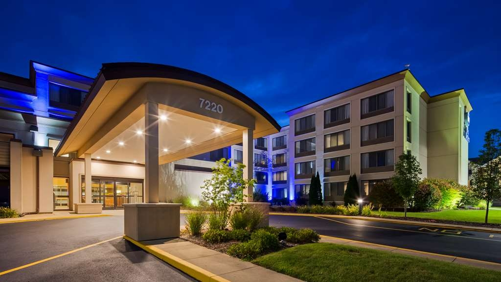 Best Western Executive Inn - No matter what time of year, we know you will love the Best Western Executive Inn.