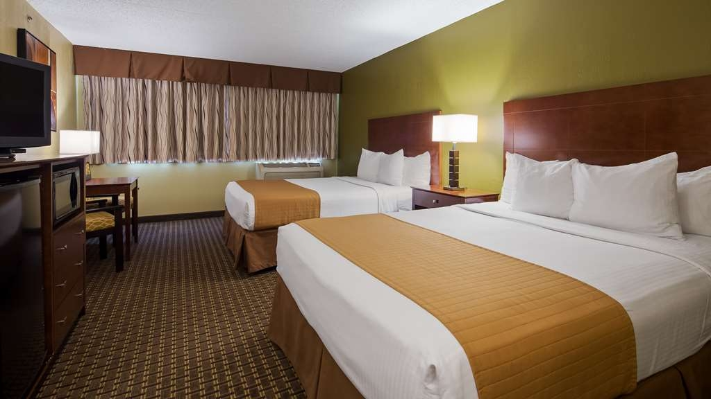 Best Western Executive Inn - Your comfort is our first priority in our Two Queen Guest Room.