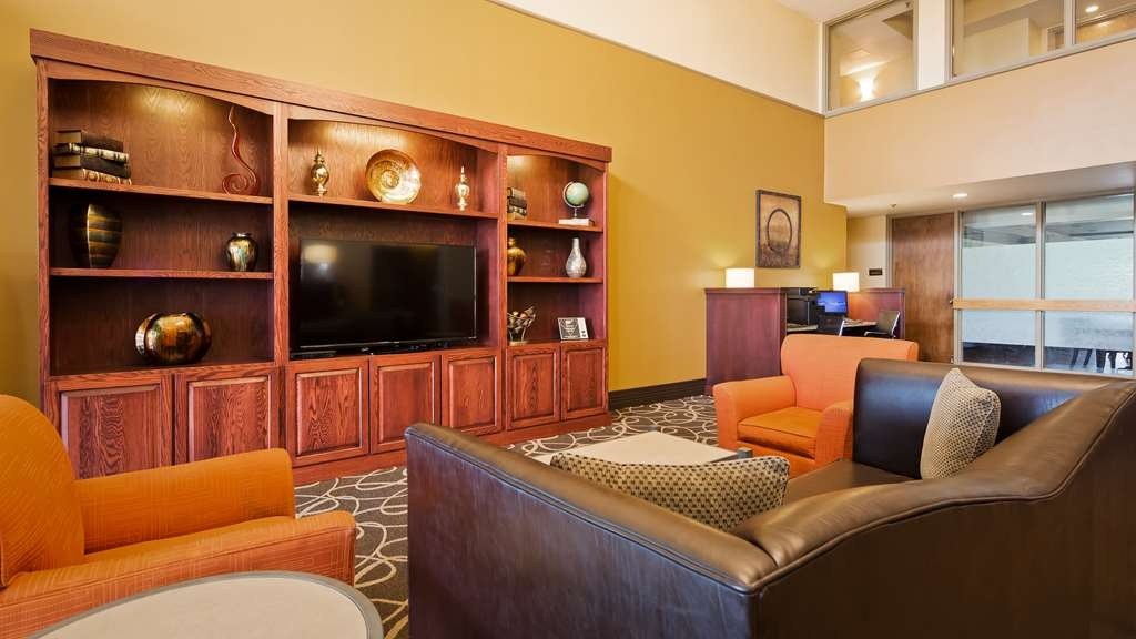 Best Western Executive Inn - Our lobby is the perfect spot to unwind after a long day of work or travel.