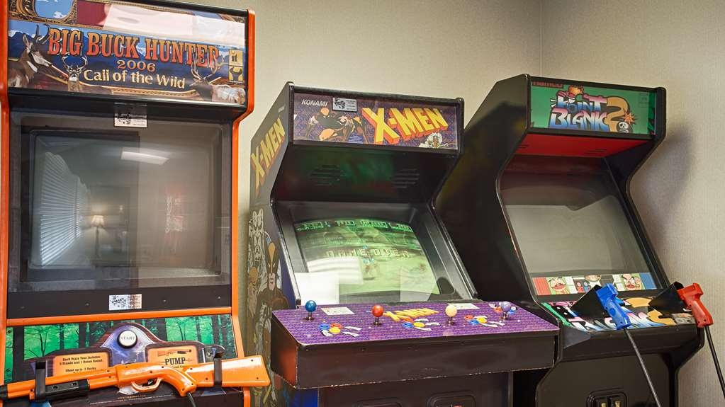 Best Western Spooner Riverplace - Let the kids run wild in our game room!