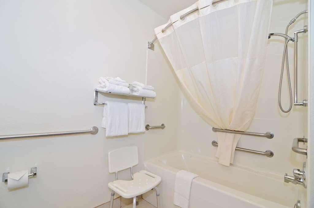 Best Western Spooner Riverplace - Guest Bathroom