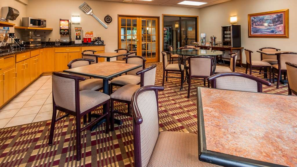 Best Western Spooner Riverplace - Breakfast Area