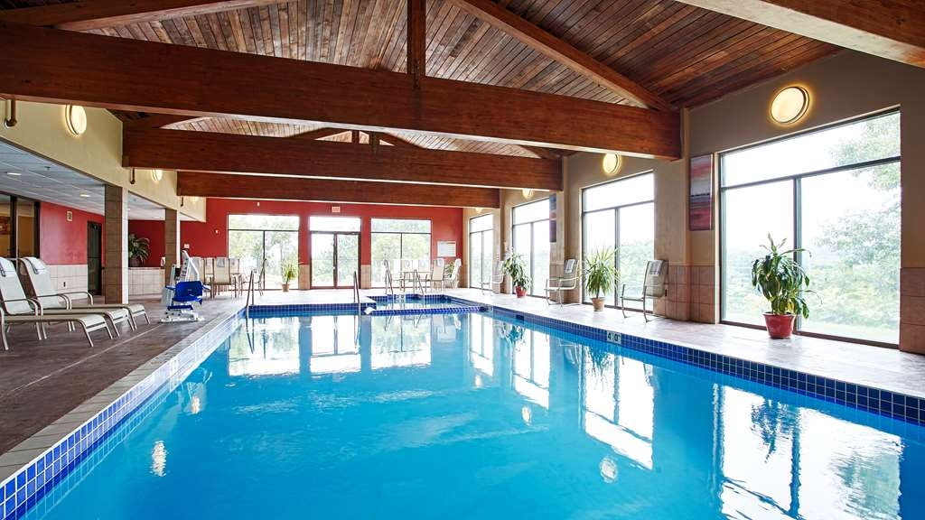 Best Western Plus Eau Claire Conference Center - Don't let the weather stop you from jumping in our indoor pool is heated year-round for you and your friends.