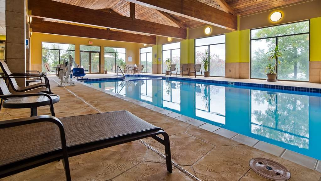 Best Western Plus Eau Claire Conference Center - The indoor pool is perfect for swimming laps or taking a quick dip.