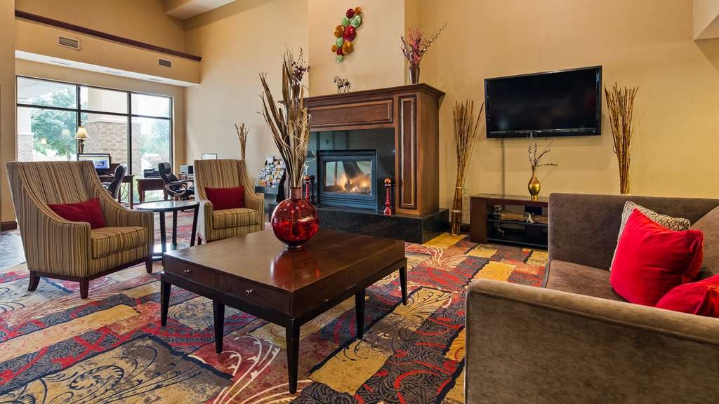 Best Western Plus Eau Claire Conference Center - First impressions are the most important, and our chic lobby is no exception to that rule.
