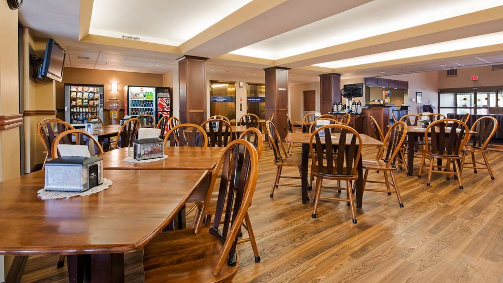 Best Western Plus Eau Claire Conference Center - Our complimentary continental breakfast features choice of breads, cereal, fruit, eggs, yogurt, juice, coffee, and hot items.