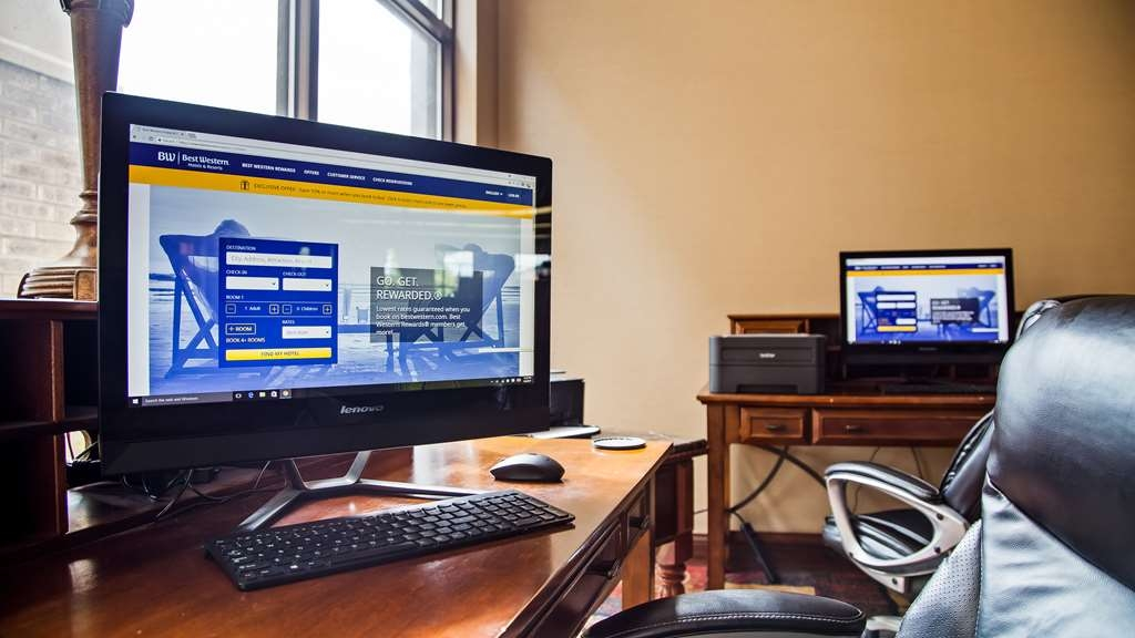 Best Western Plus Eau Claire Conference Center - Stay productive during your time away in our business center.