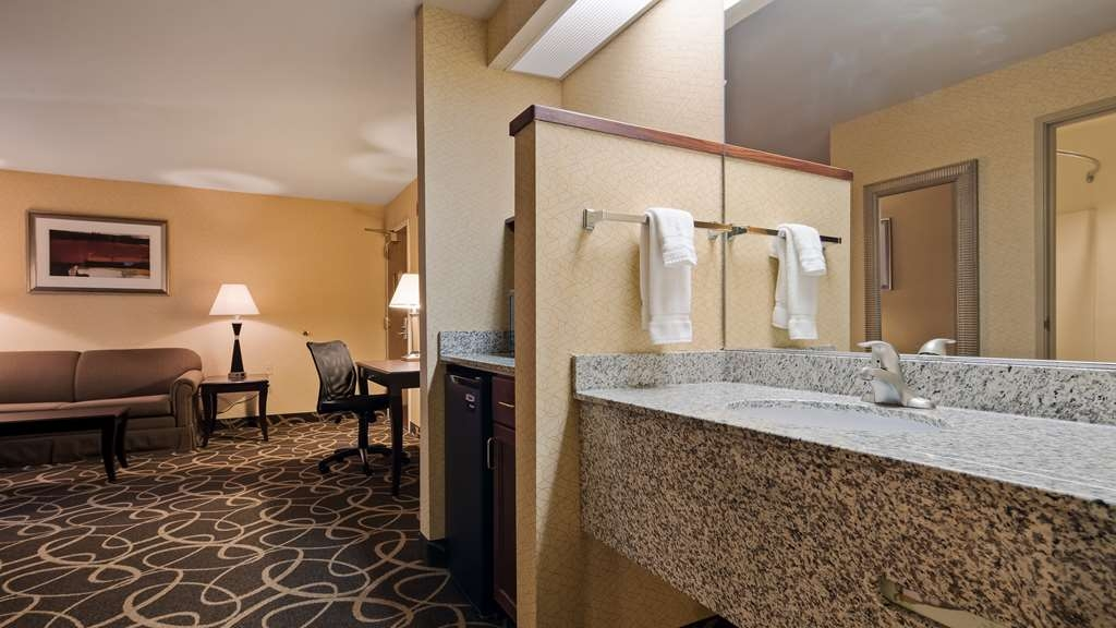 Best Western Plus Eau Claire Conference Center - Live in true luxury when you book a suite.
