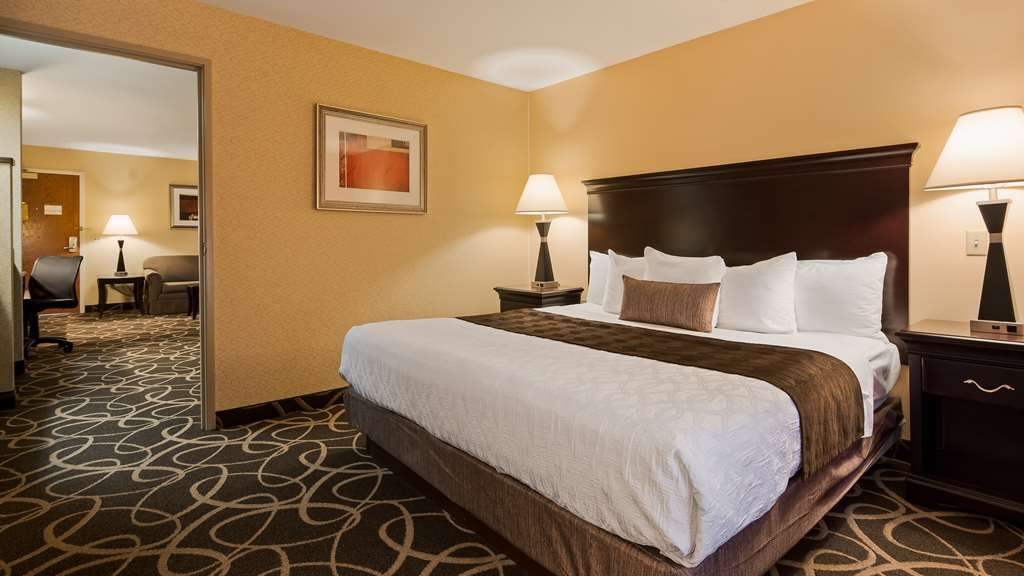 Best Western Plus Eau Claire Conference Center - Experience the true meaning of comfort in our One King Suites.