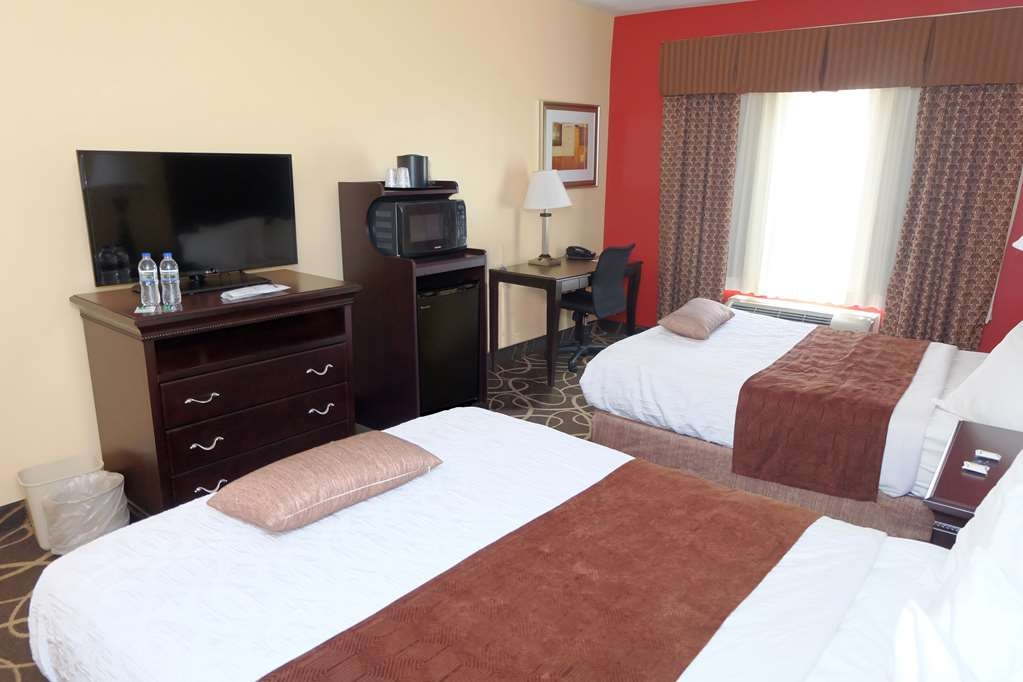 Best Western Plus Eau Claire Conference Center - At the end of a long day, relax in our clean, fresh Double Queen Guest Room.