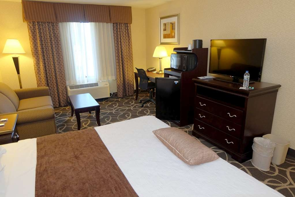 Best Western Plus Eau Claire Conference Center - Enjoy the comforts of home in our King Guest Room.