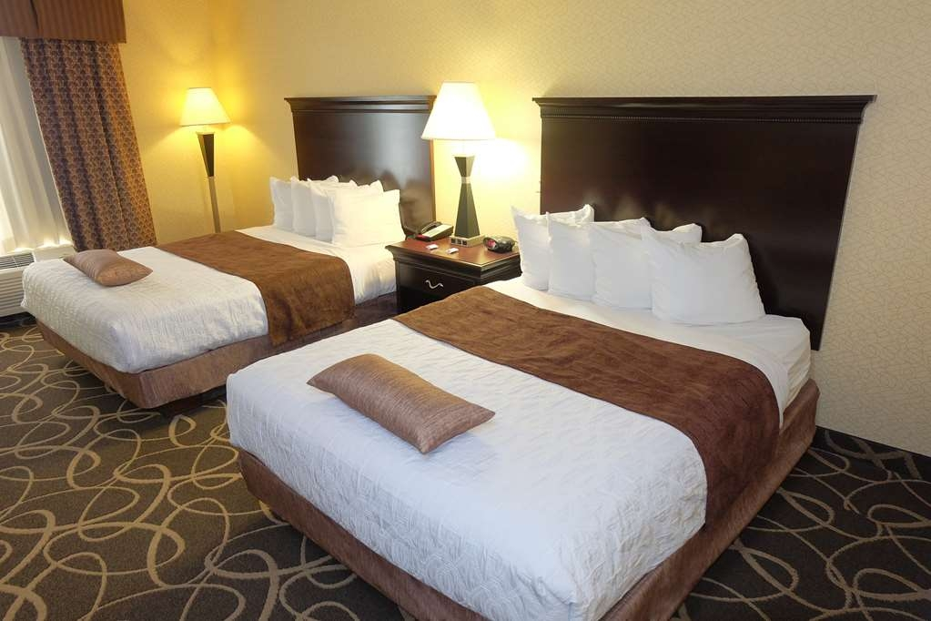 Best Western Plus Eau Claire Conference Center - Make yourself at home in our Double Queen Suite.