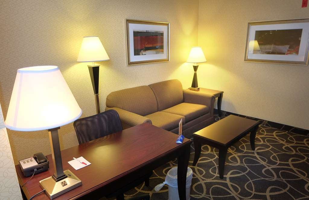 Best Western Plus Eau Claire Conference Center - Our King Suite was designed with an open concept, ensuring you have enough room without sacrificing comfort.