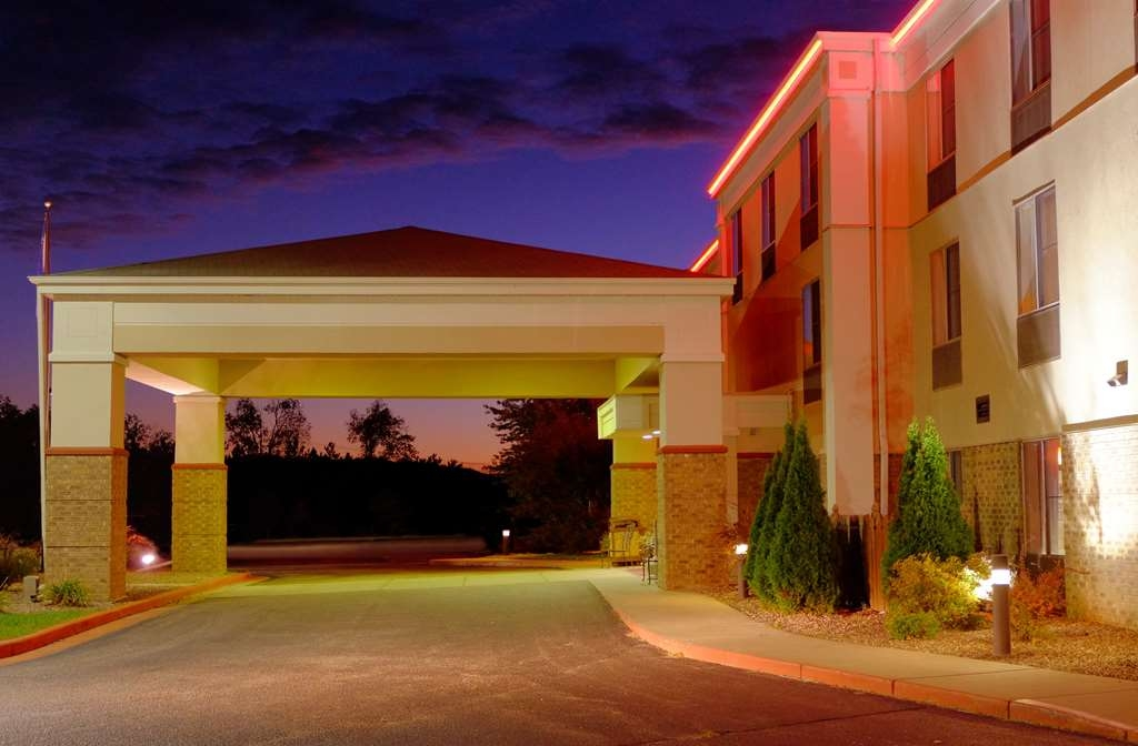 Best Western Plus Eau Claire Conference Center - We are a pet friendly location in close proximity to the Chippewa Valley Bike Trail.