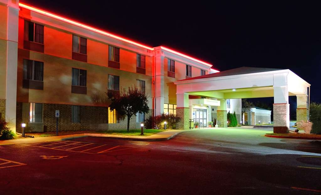 Best Western Plus Eau Claire Conference Center - No matter what time of year, we know you will love the Best Western Plus Eau Claire Conference Center.