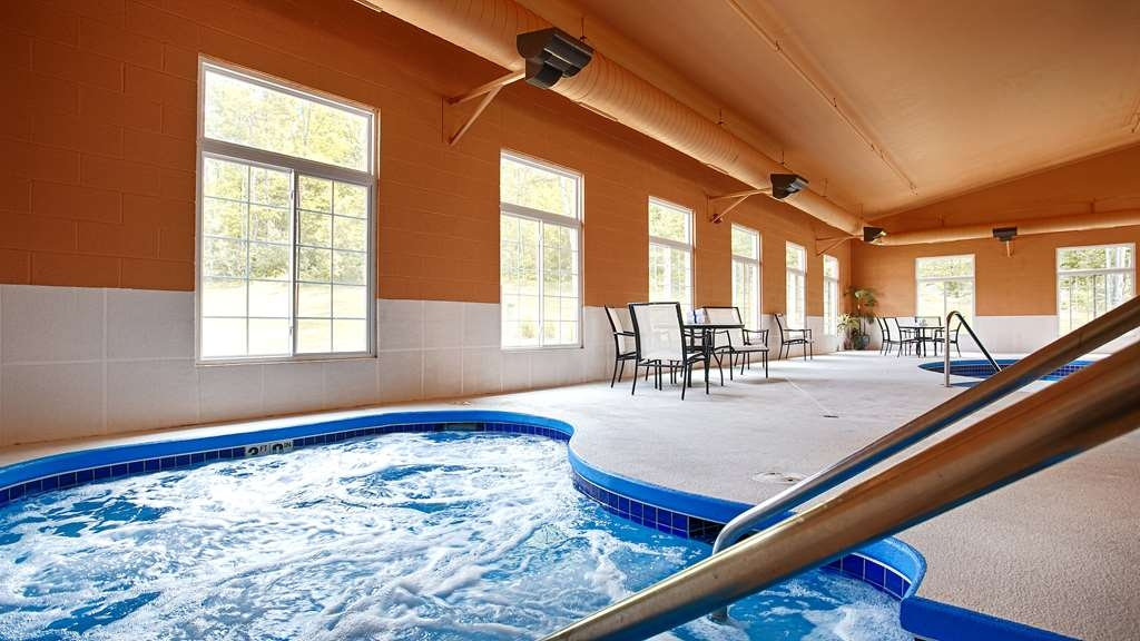 Best Western Crandon Inn & Suites - Do not let the weather stop you from jumping in our indoor pool is heated year-round for you and your friends.
