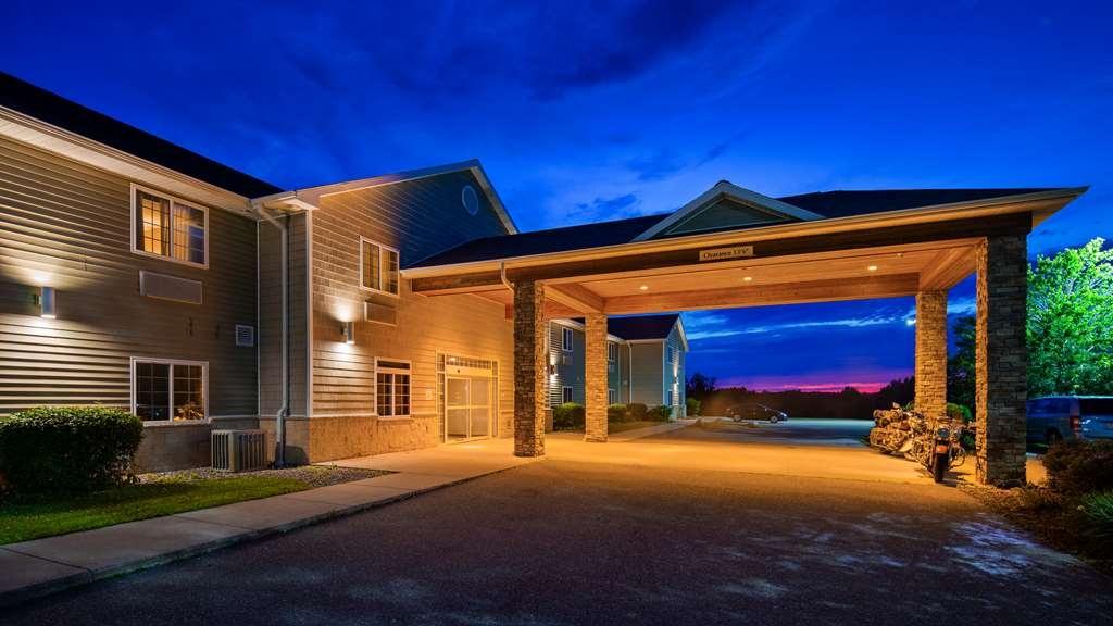 Best Western Crandon Inn & Suites - Exterior view