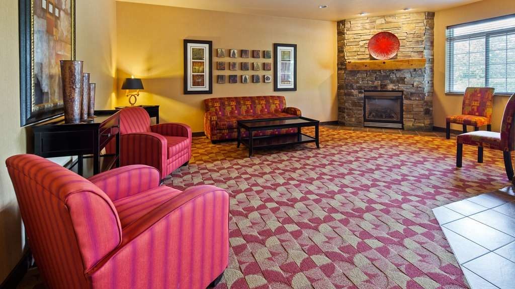 Best Western Crandon Inn & Suites - Hall