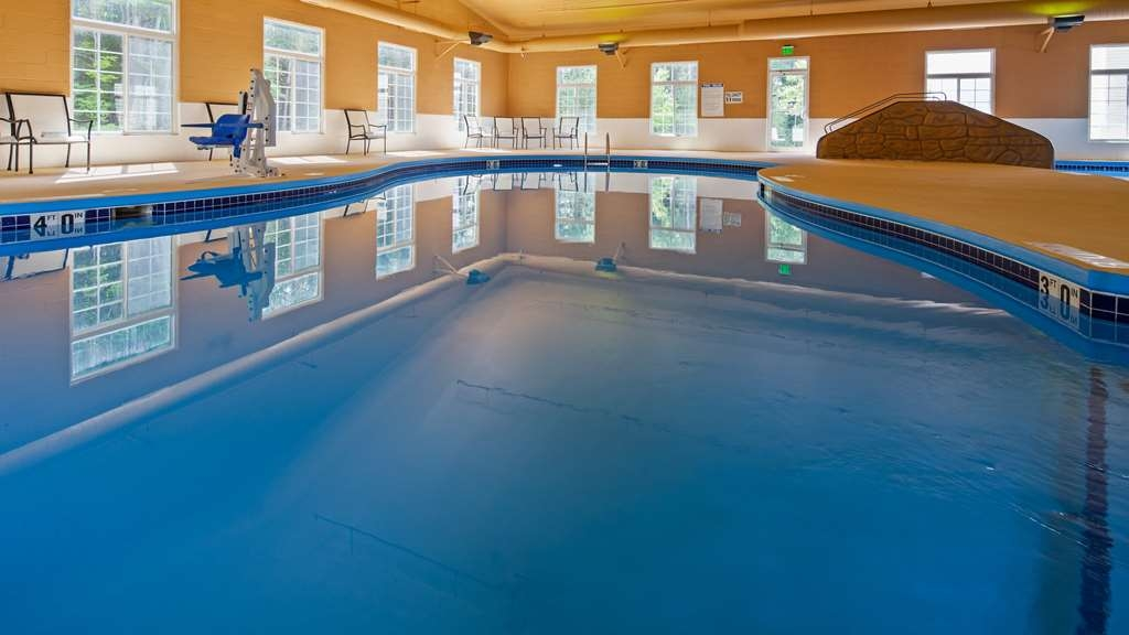 Best Western Crandon Inn & Suites - Piscina