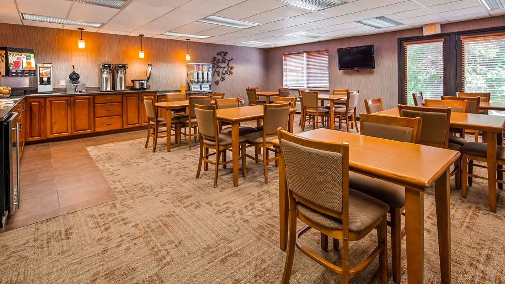 Best Western Plus Concord Inn - Start your day off right with our complimentary breakfast!