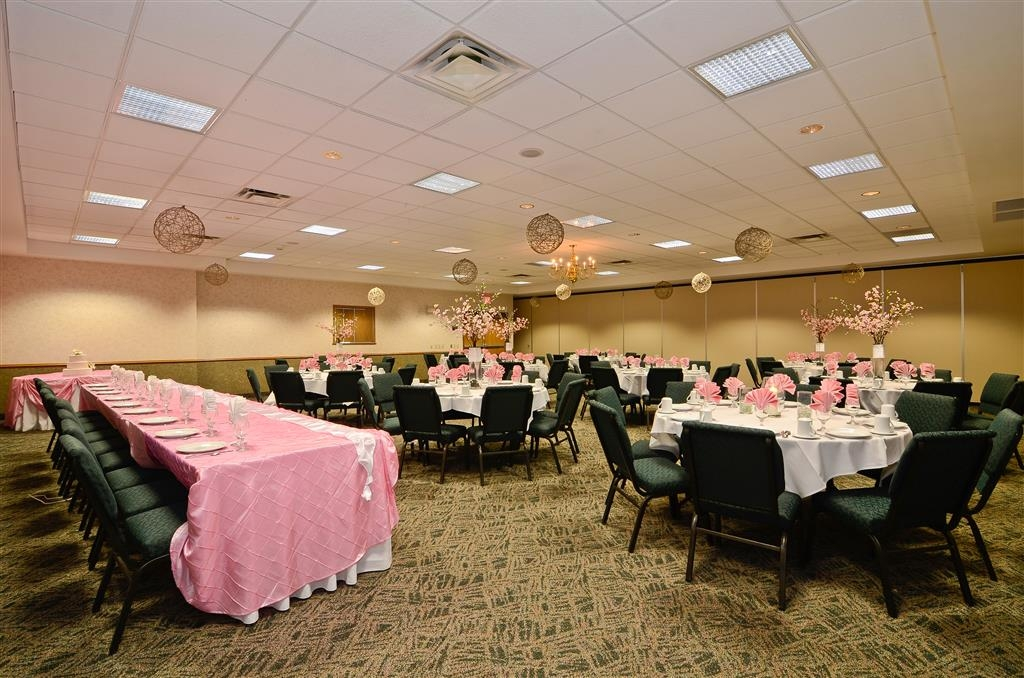 Best Western Wittenberg Inn - Our banquet hall is perfect for any occasion. Let us put the final touches on your wedding reception.